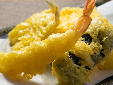 天ぷらも串カツも!なんでもあります!